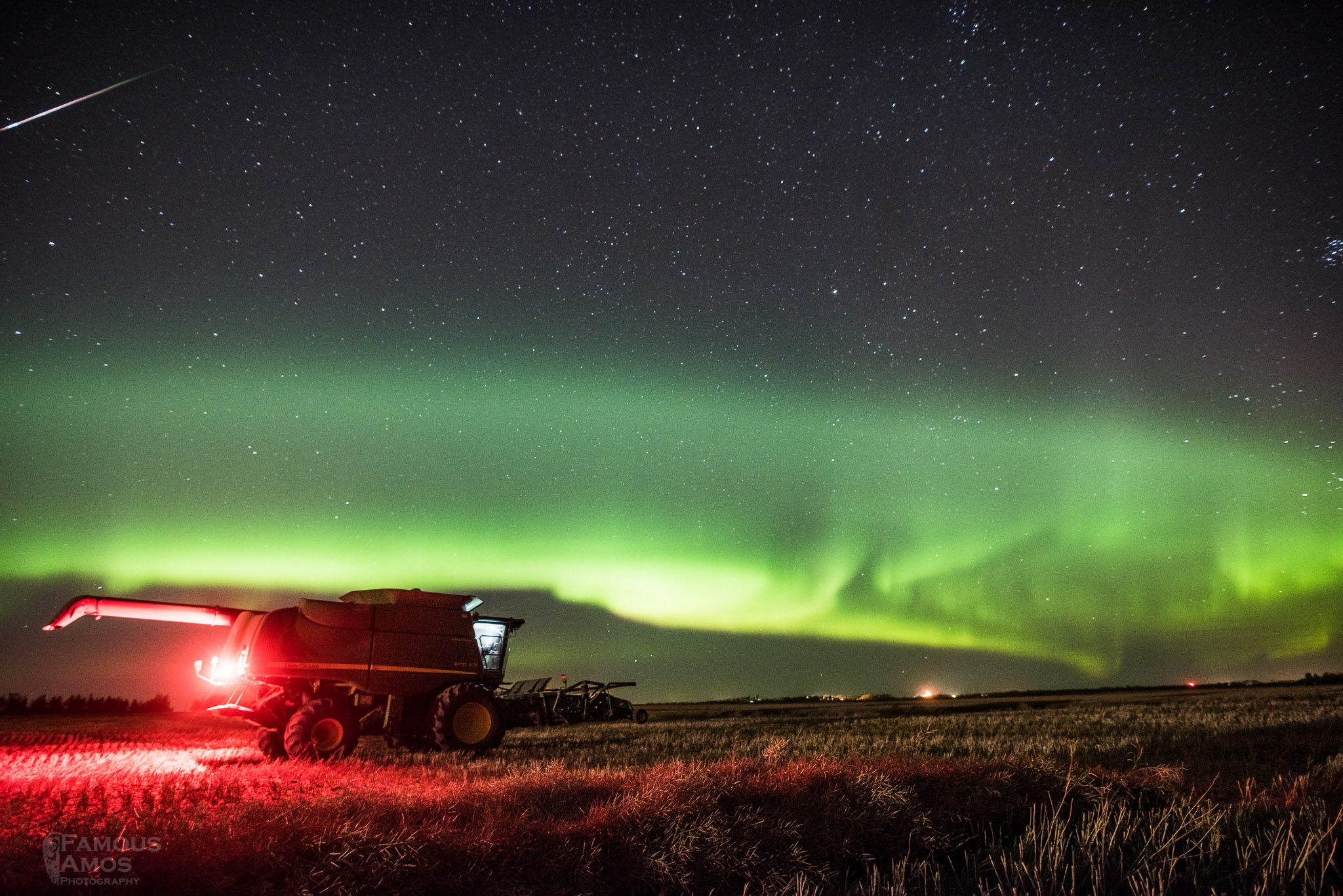 John Tractor Night Lights : Stunning images of deere machines and northern lights