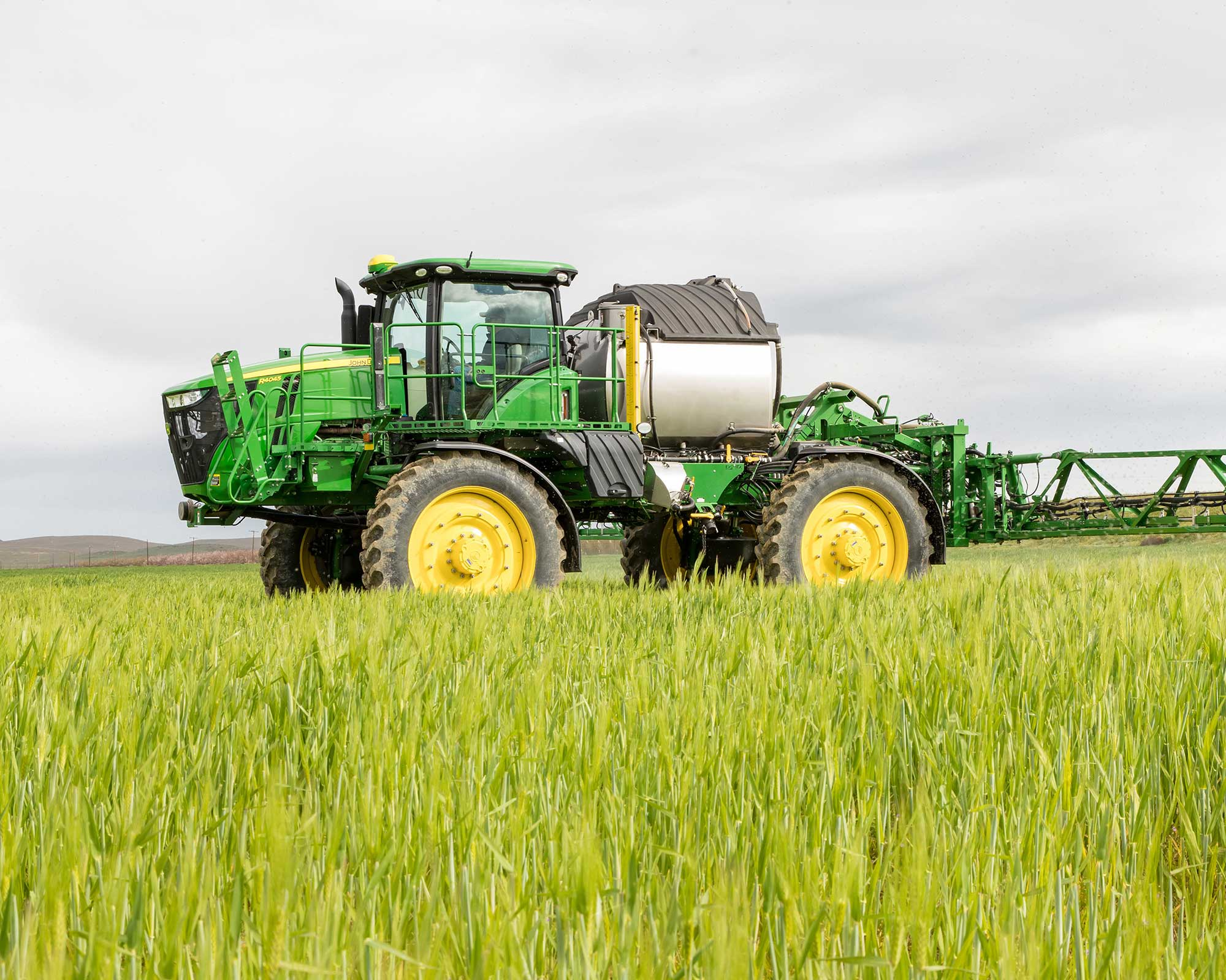 John Deere unveils updates to sprayers for 2020 | AGDAILY